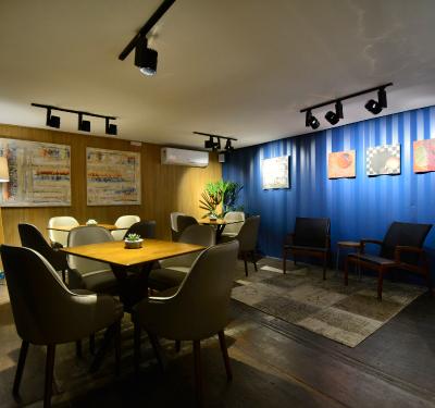 Versatilidade e Funcionalidade: Atelier e Café 43